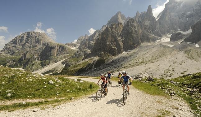 Mountainbiken im Leinwandformat - San Martino die Castrozza